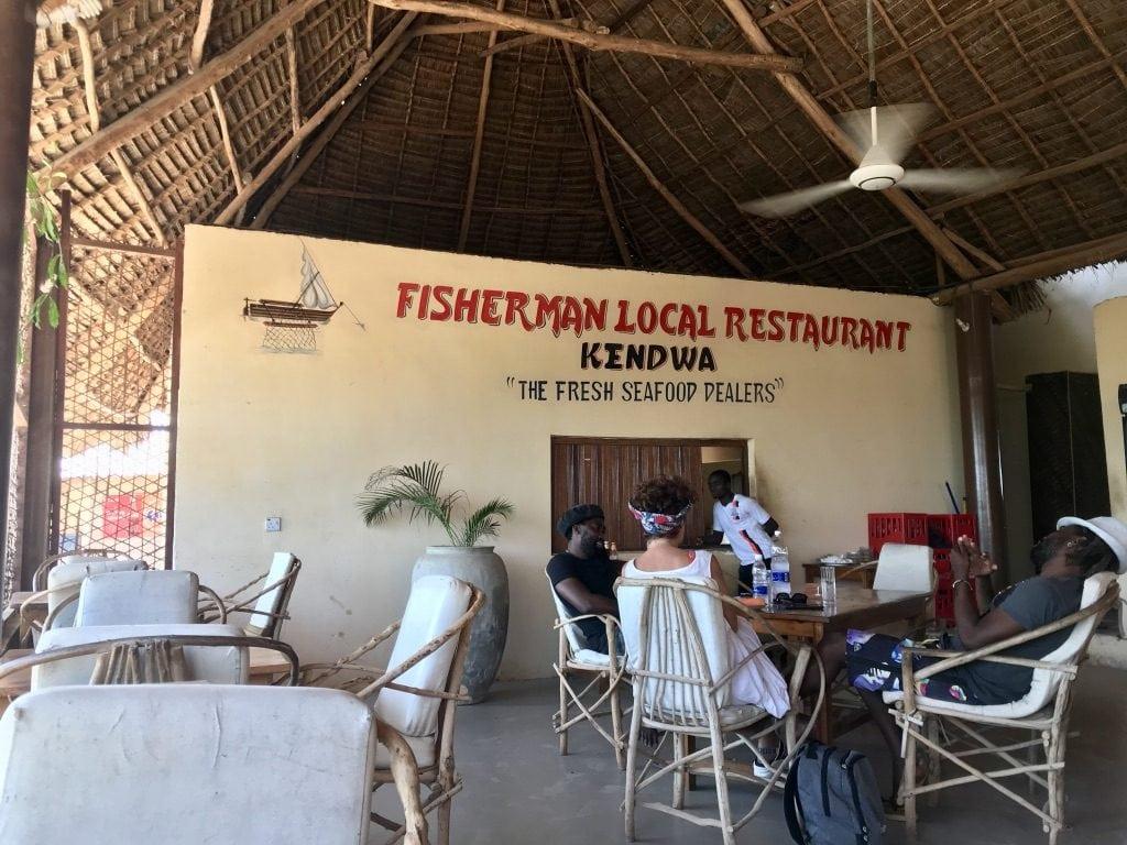 Tre clienti al Fisherman Local Restaurant di Nungwi