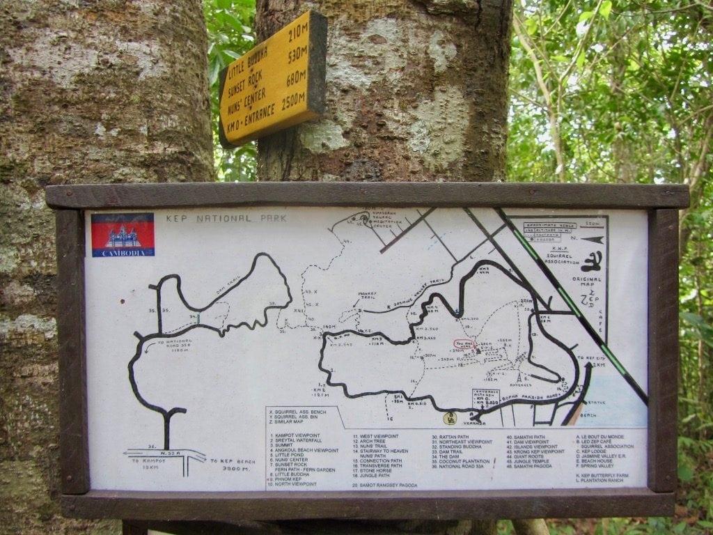 Cartello con mappa del Parco Nazionale di Kep