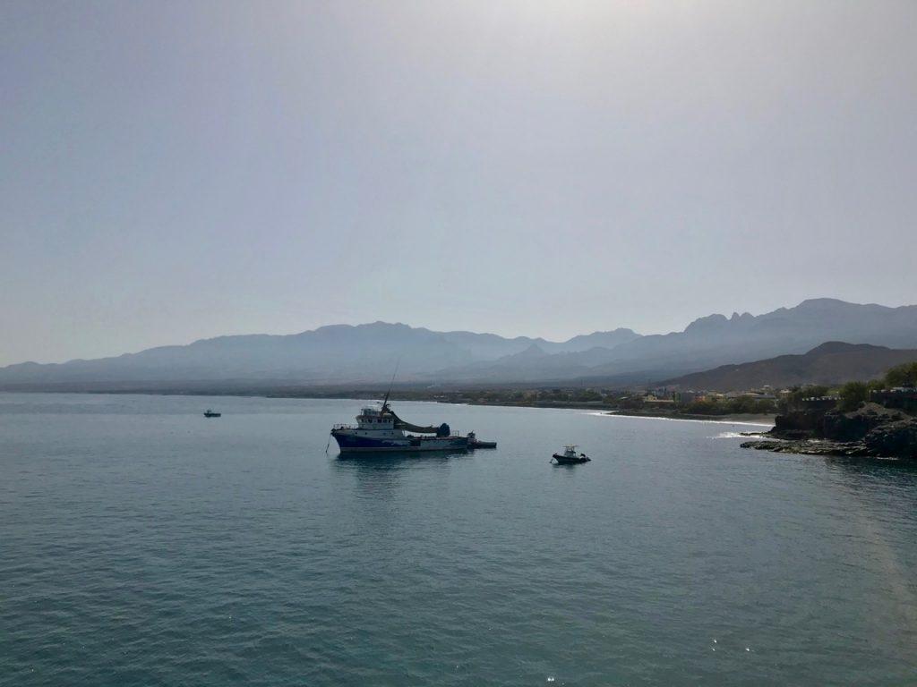 Navi all'ancora al porto di Santo Antao