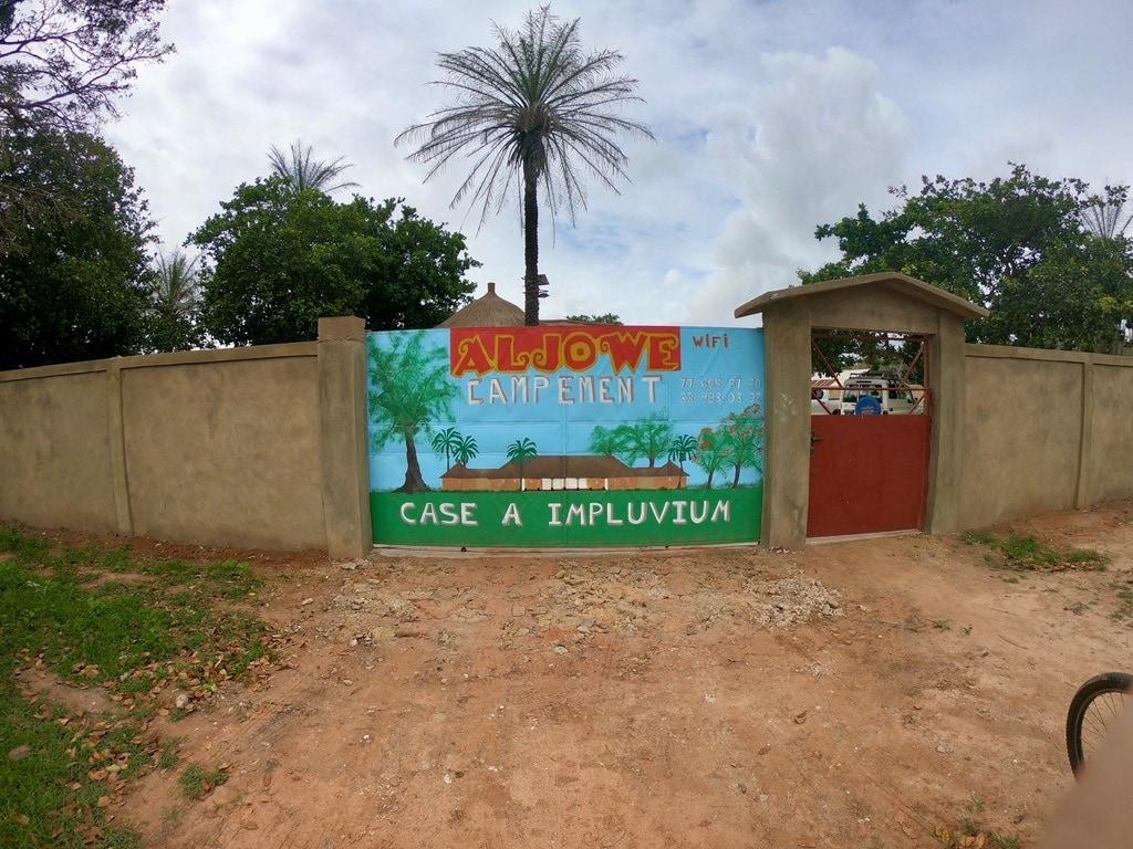 Il cancello del campement Aljowe a Oussouye