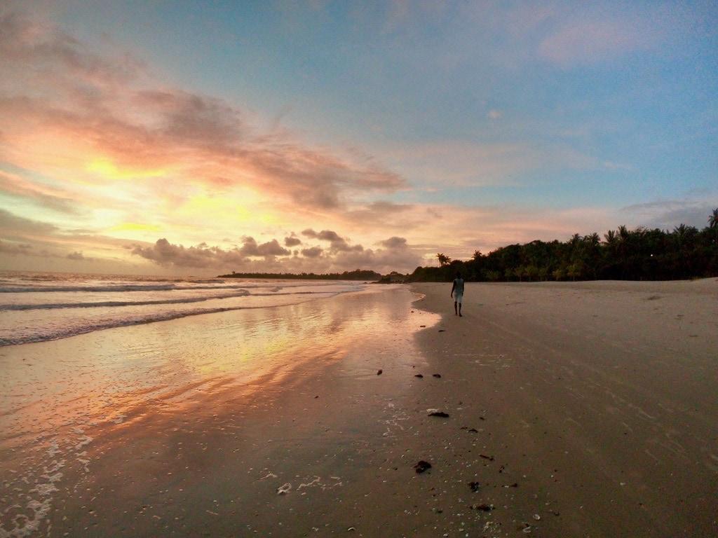 Il tramonto sulla spiaggia di Cap Skirring in Casamance