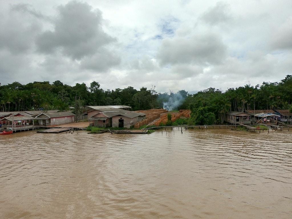 Una segheria sulla sponda del Rio delle Amazzoni