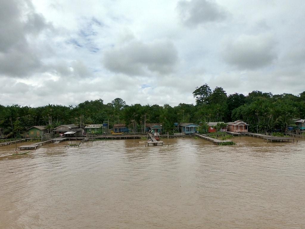 Case e palafitte nella foresta amazzonica