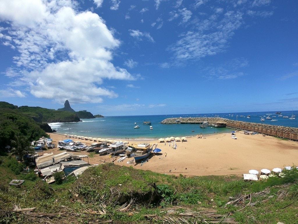 Il porto dell'isola fernando de noronha